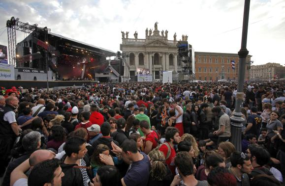 People during the concert of the International Workers' Day (also known as May Day) at San Giovanni's square in Rome, Italy, 01 May 2012. ANSA/ALESSANDRO DI MEO