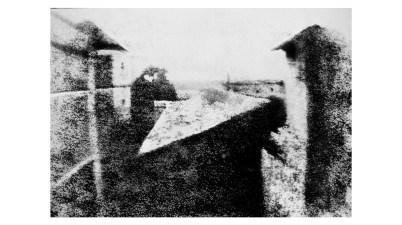 """Vista dalla finestra a Le Gras, la """"fotografia"""" di Nicéphore Niépce che fece la storia"""