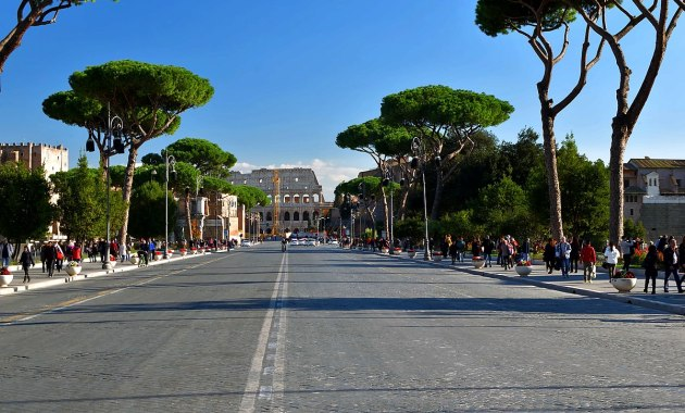 Via dei Fori Imperiali, Colosseo, Roma