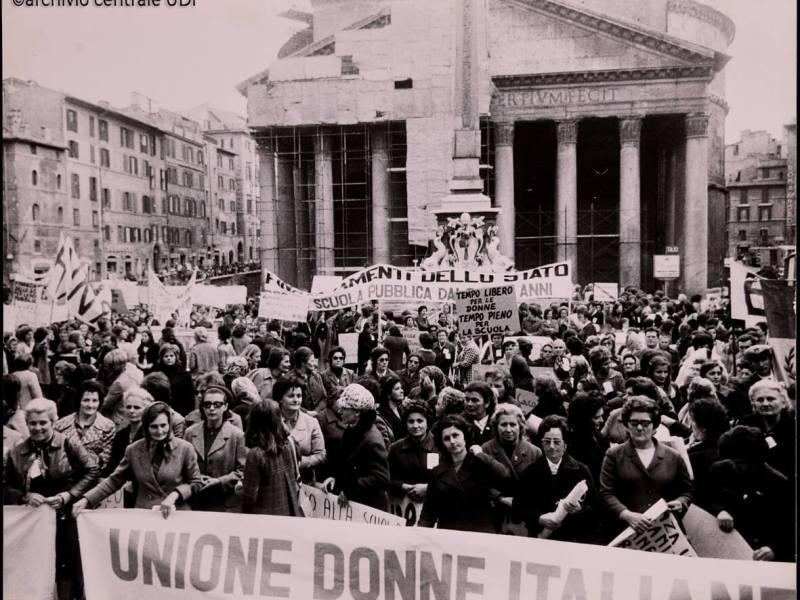 """""""Oltre Dafne fermare Apollo"""", cronache italiane di violenza sulle donne"""