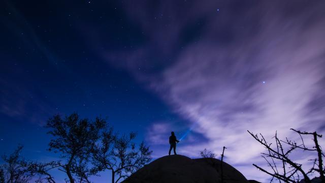 黑夜星空下一個人孤單圖片,高清壁紙,圖片,時光記憶-回車桌面