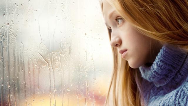 Girl In Sad Mood Wallpaper 悲伤逆流成河 高清壁纸图片 欧美美女 回车桌面