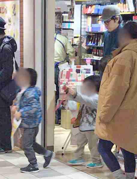 夫婦ドラマ裏かぶりの松山ケンイチ 日曜夜に息子と買い物撮 | ガールズちゃんねる - Girls Channel