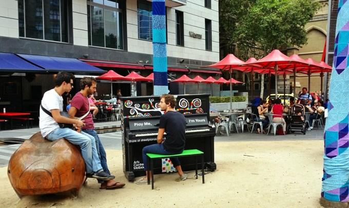 Também no centro de Melbourne: piano pra ser tocado por quem quiser!