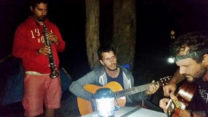 Diego, Chico e Claus jamming no acampamento que fizemos no Cathedral Range State Park.