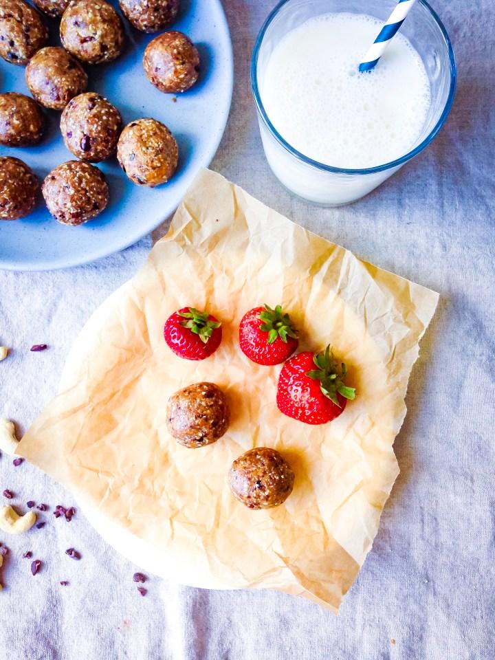 Cashew Chocolate Cookie Dough Energy Balls (Vegan, Gluten Free) // UpBeet Kitchen