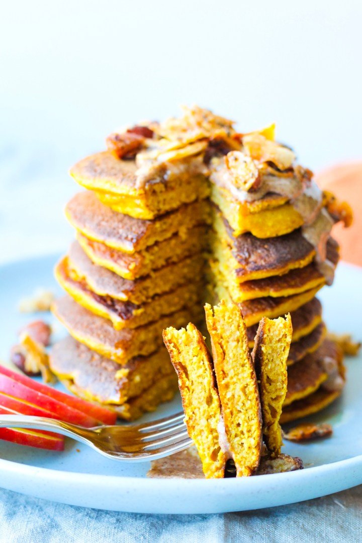Pumpkin Spice Oatmeal Blender Pancakes, quintessential fall comfort food made healthy