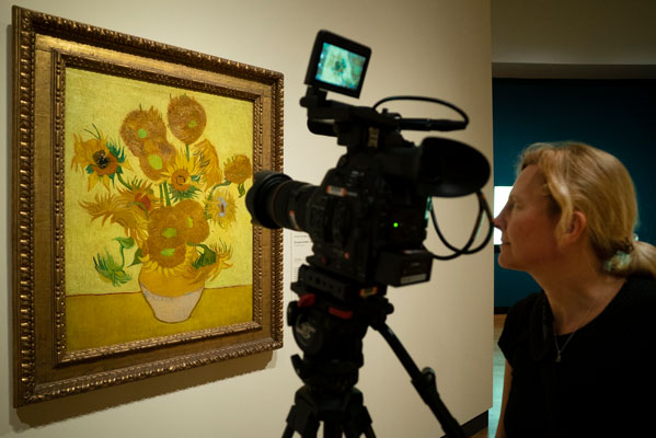 Exhibition On Screen – Sunflowers ★★★★★