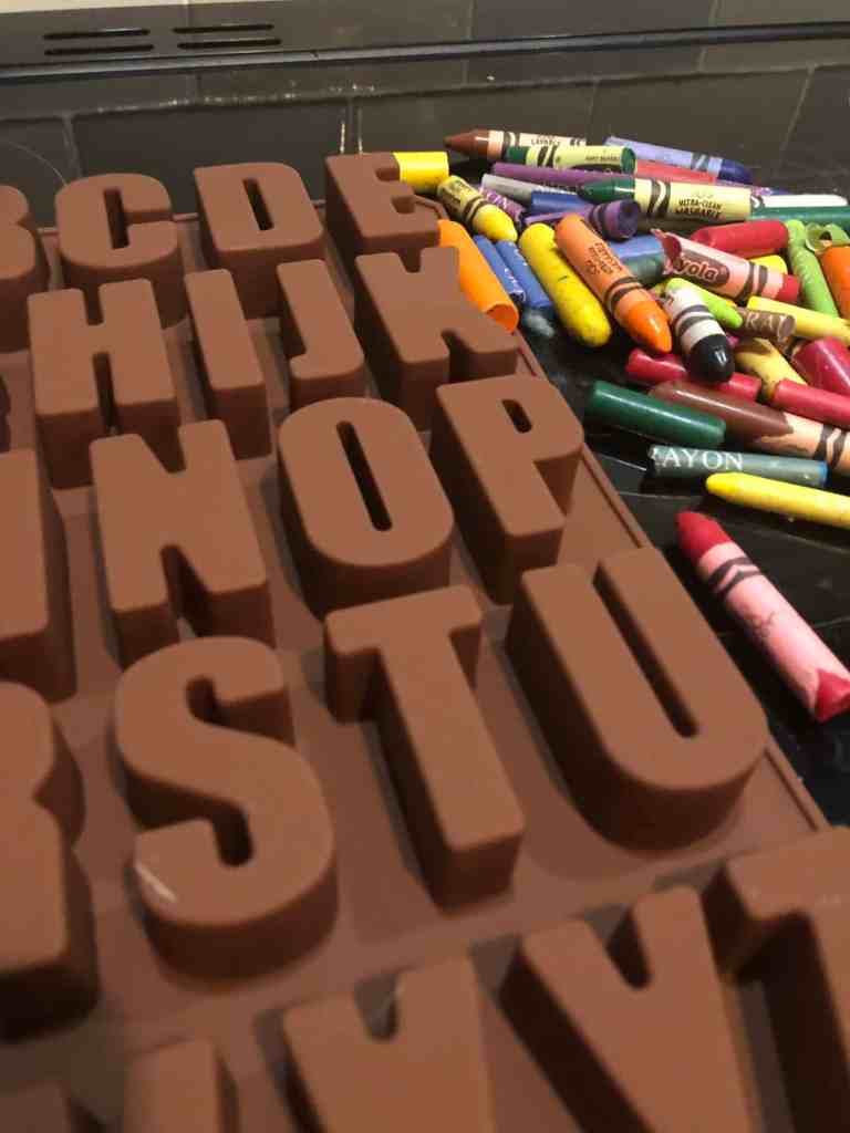 how to make personalised name crayons