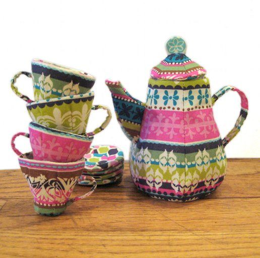 mad hatter patchwork tea set pattern