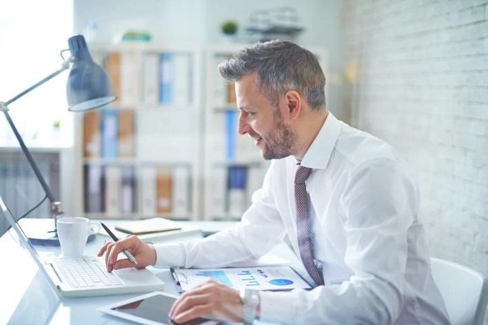 busy-businessman-should-get-jetblue-business-barclaycard