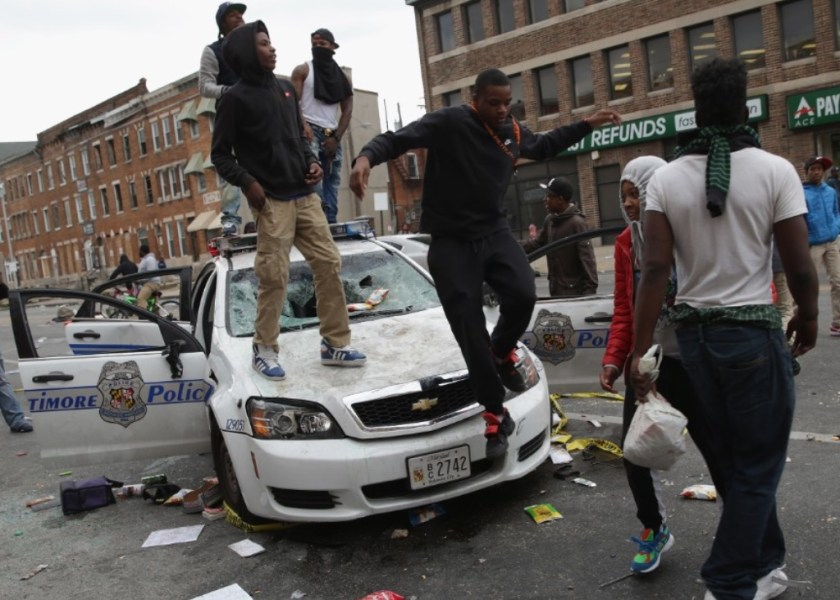 150427233401-16-baltimore-clashes-0427-super-169