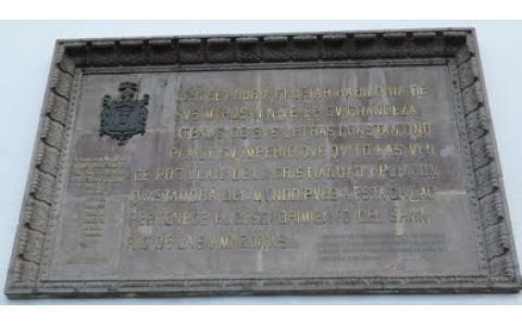 Placa donada por la Comunidad Judia de Quito a la Catedral