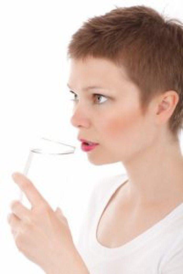 一定要多喝開水(pixabay)