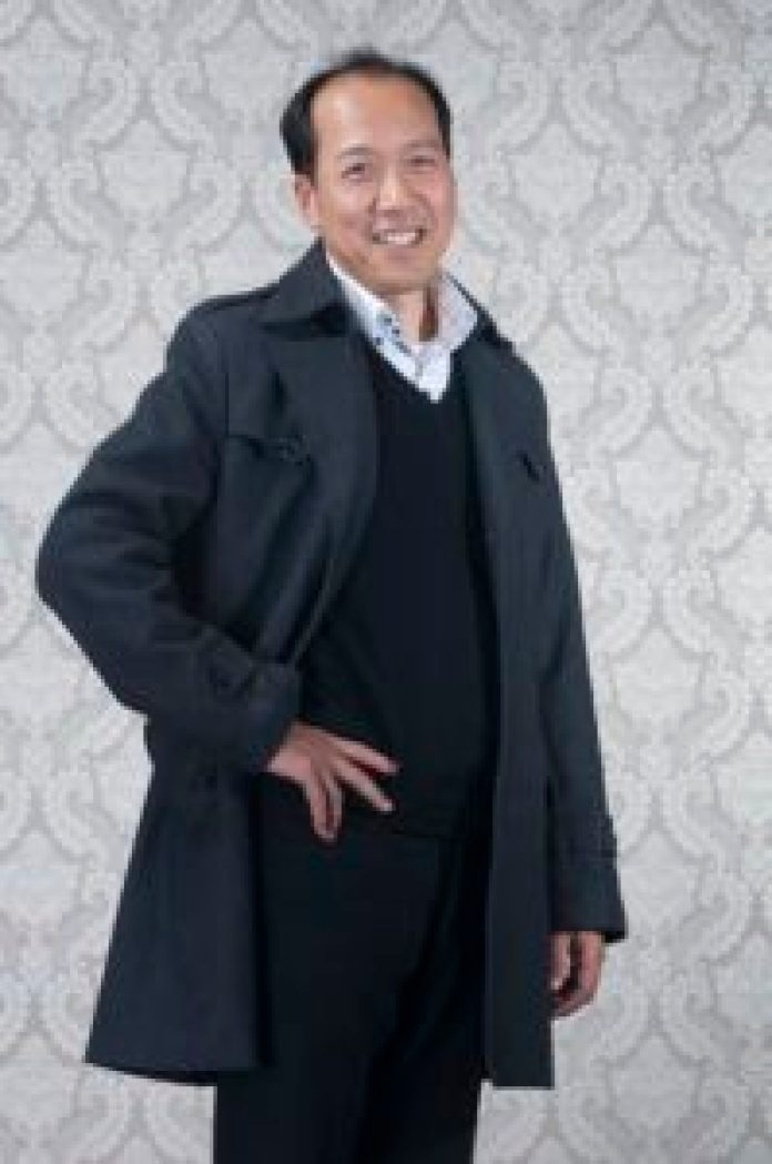 蔦松國中駐校畫家、雲林縣政府文化藝術顧問李園,是第一屆全球華人人物油畫寫實大賽金獎得主(王正宗攝)影