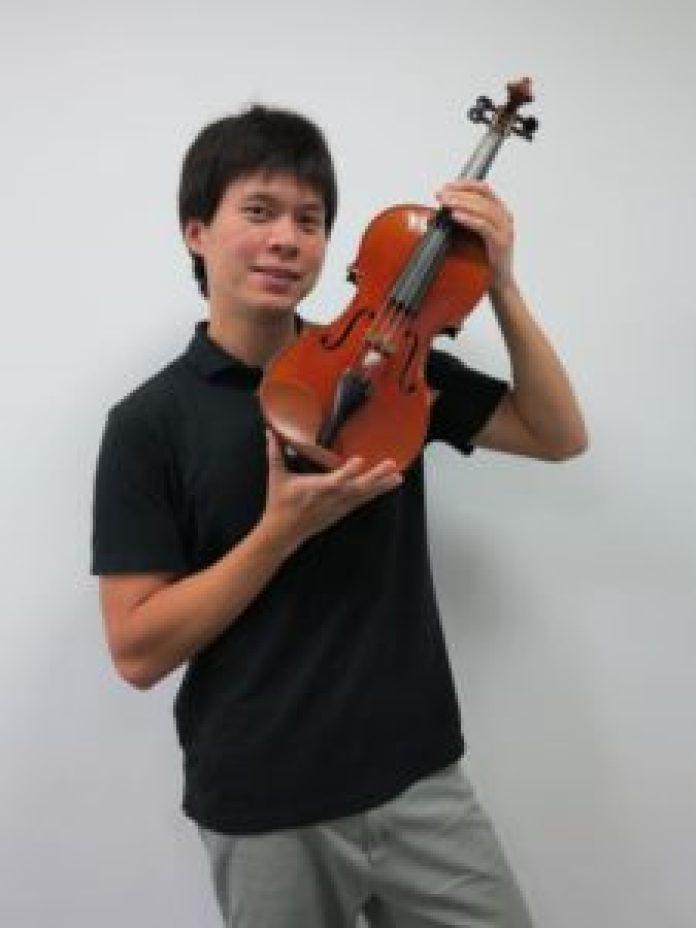 范詠喨畢業於世界頂尖的茱莉亞音樂學院,在蔦松國中教授小提琴課程(蔦松國中提)供