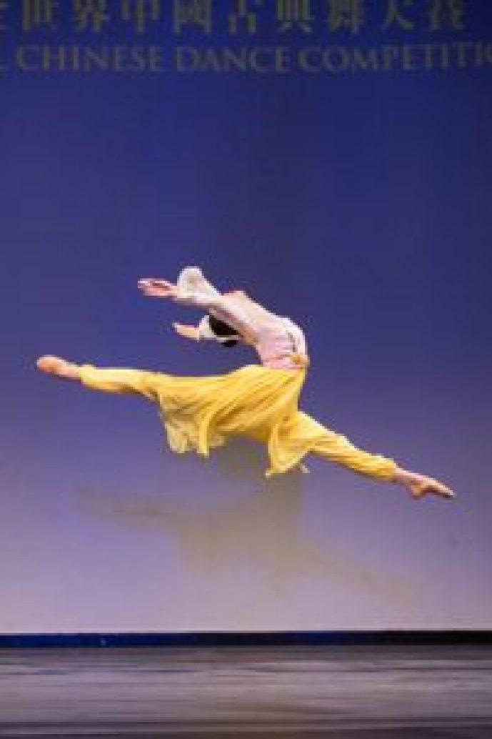 連旭(Michelle Lian)在2018年新唐人電視台「全世界中國舞舞蹈大賽」中榮獲青年女子組金獎。(由Larry Dye提供)