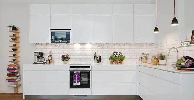 lighting kitchen colored islands 创意清单 厨房台面照明的另一种可能 简书 导语 一般家庭的厨房灯火通明 偏偏操作的台面区特别暗 做饭的体验特别差 那我们应该如何避免出现这种照明盲区 下面小编分享四种厨房台面灯光布局技巧