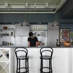 Kitchen Bar Designs Awesome Gadgets 夏日小酌超有情调 5款餐酒吧台设计打造你的私人小酒吧 简书 厨房中岛结合吧台的设计 具有料理 用餐 小酌的机能性 台面下方还可以做为电器柜或是酒 书籍的收纳用途 相当实用