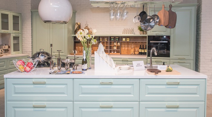kitchen upgrades cabinet racks 厨房进入绿色时代 力巨人集成灶吸烟性能全面升级 简书 参与过家庭装修的人的都知道 不管是软装还是硬装 厨房绝对都是最花精力的一个部分 很多人甚至还认为 厨房家居设计和厨电选择都是主人生活品味的一大体现