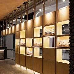 Home And Kitchen Stores Small Table Set 120平米的面包店 设计出如家庭般温馨的方法 简书 传统的原材料如露出的砖 木材 混凝土和马赛克的组合被用来强化法国和日本的婚姻 增强面包的温暖 相反 白色的大理石和铜被编织在一起 使传统与现代之间的结合
