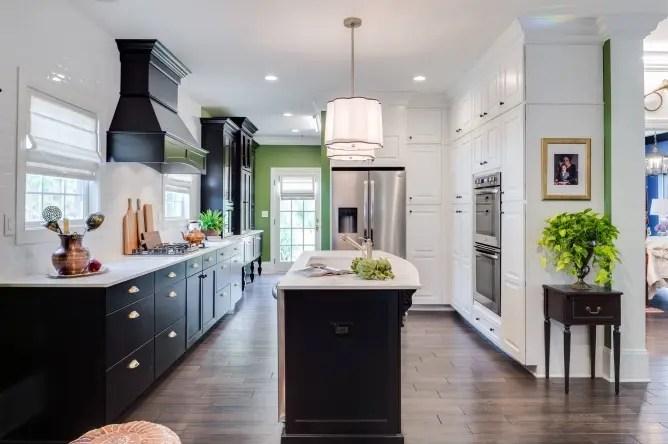 best kitchen design books hood vent 厨房装修设计的是是非非 简书 是 一般的厨房工作流程会在洗涤后进行加工 然后烹饪 最好将水池与灶台设计在同一流程线上 并且二者之间的功能区域用一块直通的台面连接起来作为操作台