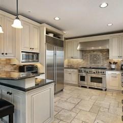Copper Kitchen Accents Gray Tile Floor 欧式厨房装修设计 复古风席卷而来 简书 喜庆的红色橱柜 显得热情奔放 经典的金边提升了厨房的品位 配套的厨房设施也相应的设计呈贵族的气质 强烈的整体感觉构成了厨房的一道风景 镀金的厨具和厨房用品