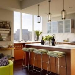 Lighting Kitchen Kohler Sink Faucets 子弹头照明带你欣赏10个完美的厨房吊灯 简书 这个令人惊叹的玻璃吊灯给这个通风的厨房增添了美感 后挡板和餐桌台都是白色的 看起来绝对完美地搭配了天然木材