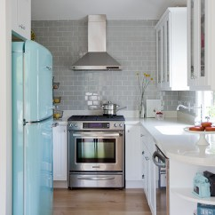 Gray Subway Tile Kitchen Window Valance Ideas 看了这20个厨房墙面你也会想铺设地铁砖 简书 老式冰箱可能是这个厨房的亮点 但瓷砖也不赖 这个灰色的地铁砖 加上白色美缝