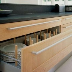 Redesigning A Kitchen Electric Grinder 厨房家具定制 有哪些人性化设计需要注意 简书 当厨房只有一盏吸顶灯时 人站立在下面往往是背光 这时候在吊柜下设计一个感应式led灯就非常有必要了
