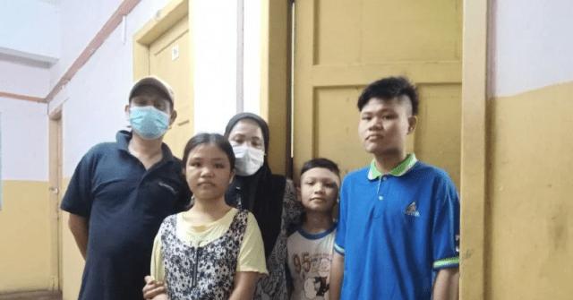 Erala Ismail bersama keluarganya.