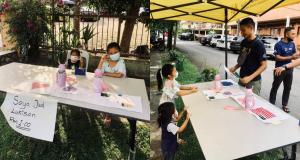 Kanak-kanak jual lukisan