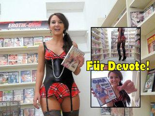 DirtyAnja - Dom. Wichsanweisung in der Videothek