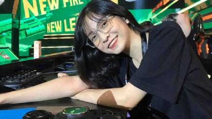 Mỹ Kim – Nữ trọng tài 2K của tựa game Free Fire đang được săn lùng trên MXH vì quá xinh!