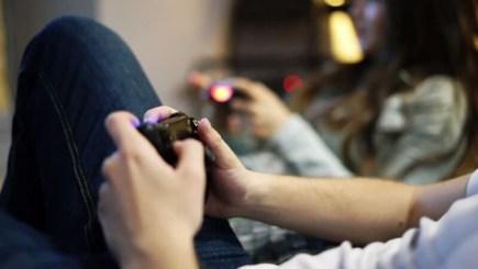 Game thủ cầu hôn ngay tại giải đấu, liệu có thể cân bằng giữa tình yêu và game?