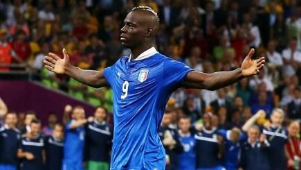 FIFA Online 4 – Top 5 Tiền đạo cắm (ST) khỏe nhất trong nhóm thẻ GR (GOLDEN ROOKIES)