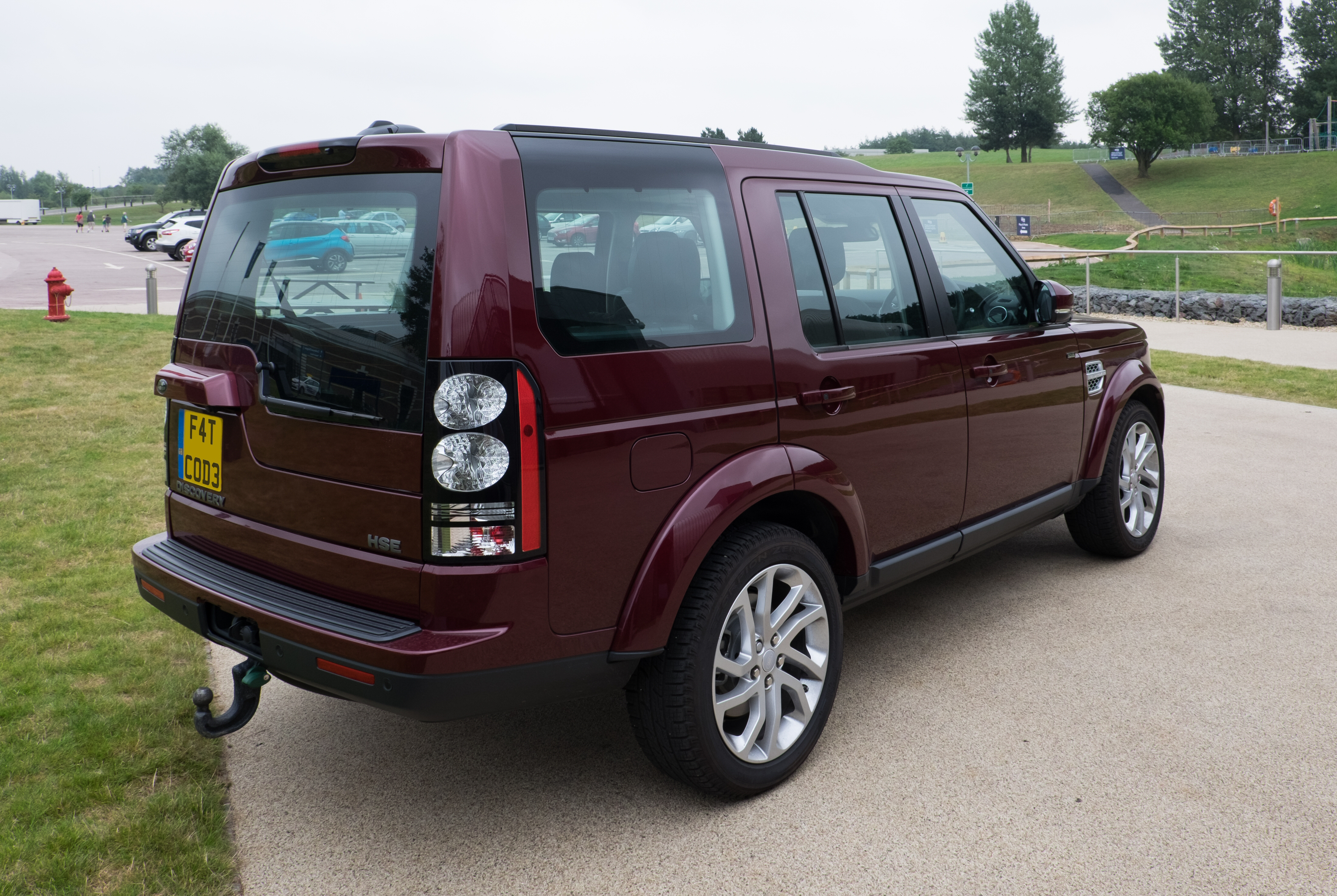 File Land Rover Discovery 4 HSE 2016 rear Wikimedia mons