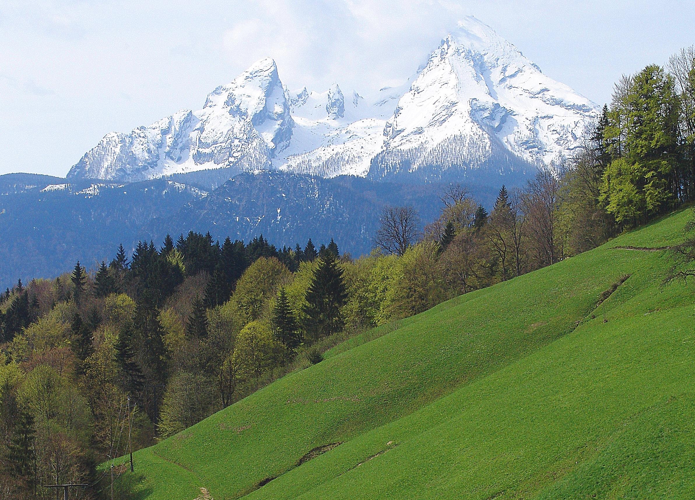 https://i0.wp.com/upload.wikimedia.org/wikipedia/commons/0/00/Watzmann_bei_Berchtesgaden,_Germany.jpg