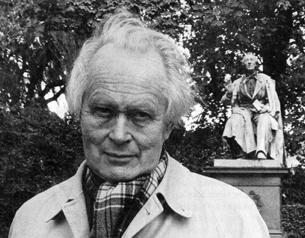 Piet Hein (Kumbel) in front of the H.C. Anders...