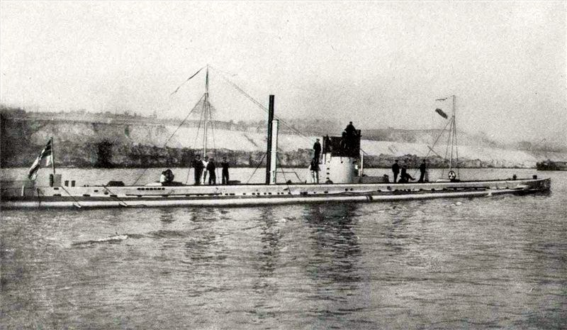 https://i0.wp.com/upload.wikimedia.org/wikipedia/commons/0/03/U9Submarine.jpg