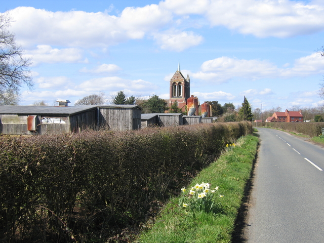 File:Chapel Green Farm and St Mary's Church, Wythall - geograph