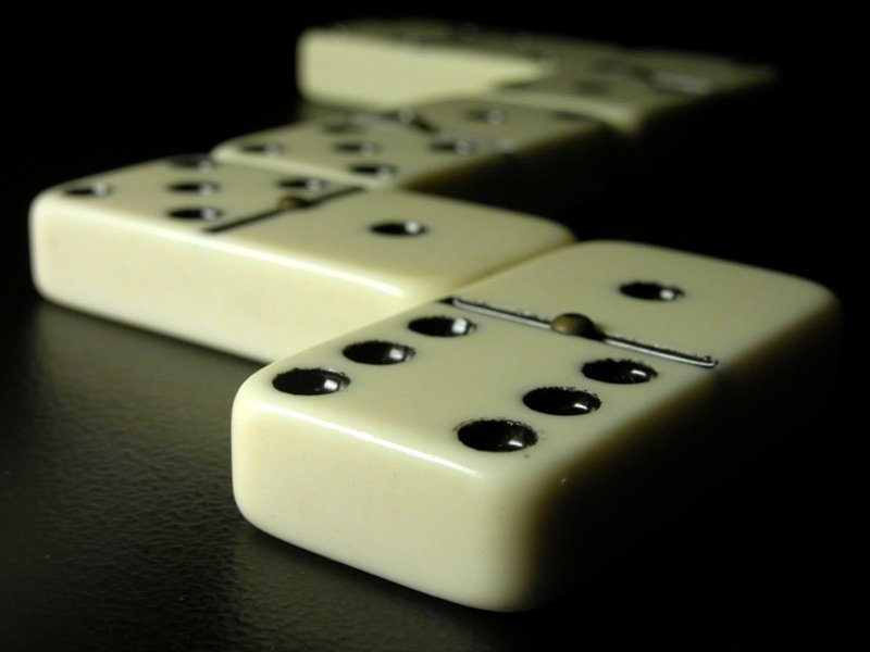 https://i0.wp.com/upload.wikimedia.org/wikipedia/commons/0/04/Dominoes.jpg