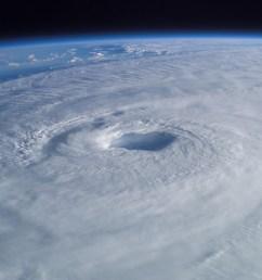 cyclone eye [ 3032 x 2007 Pixel ]
