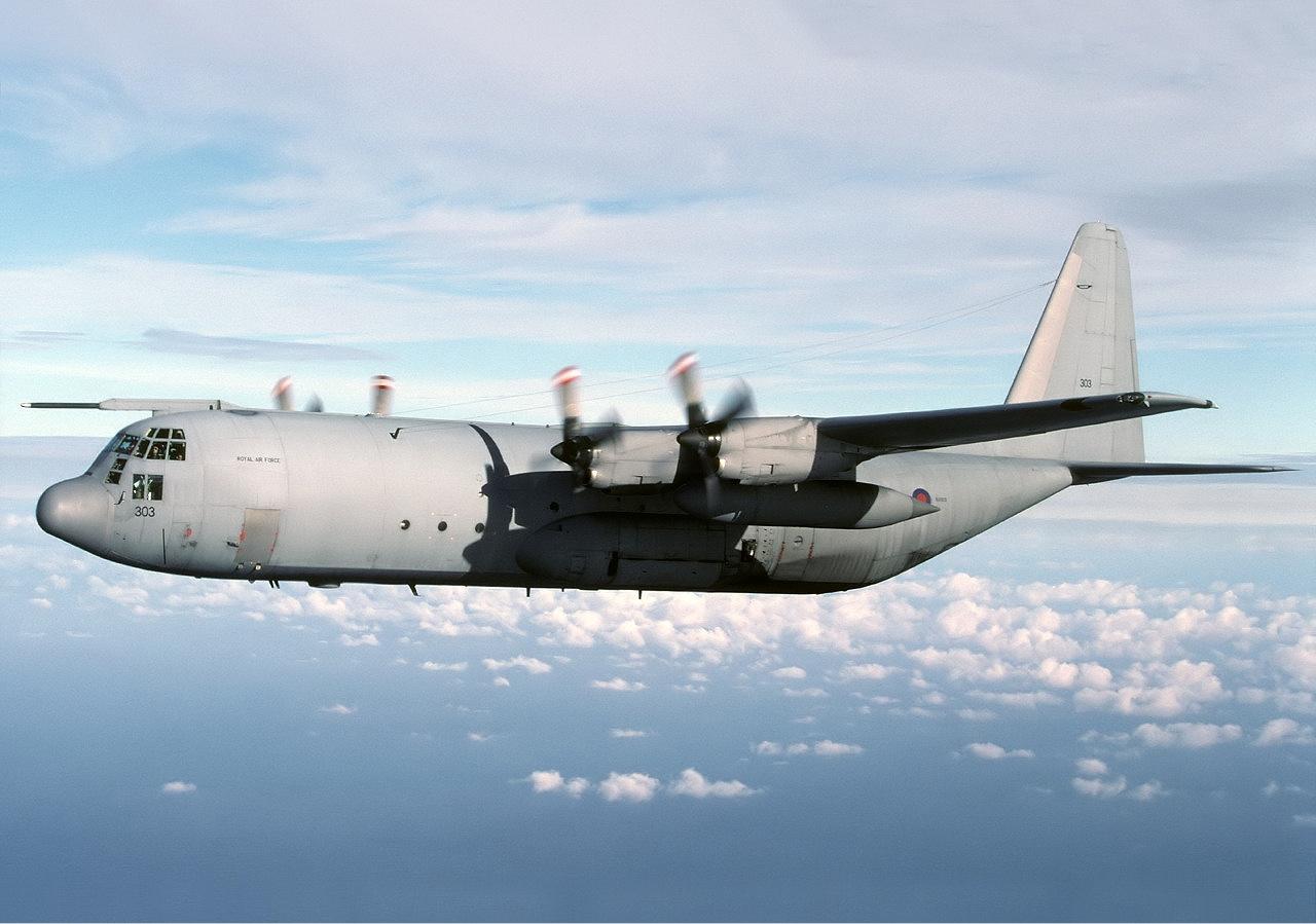 Обои истребители, Royal Air Force, сопровождение, самолеты, Red arrows, транспортный, Airbus A400M Atlas, четырёхмоторный, Красные стрелы. Авиация foto 15