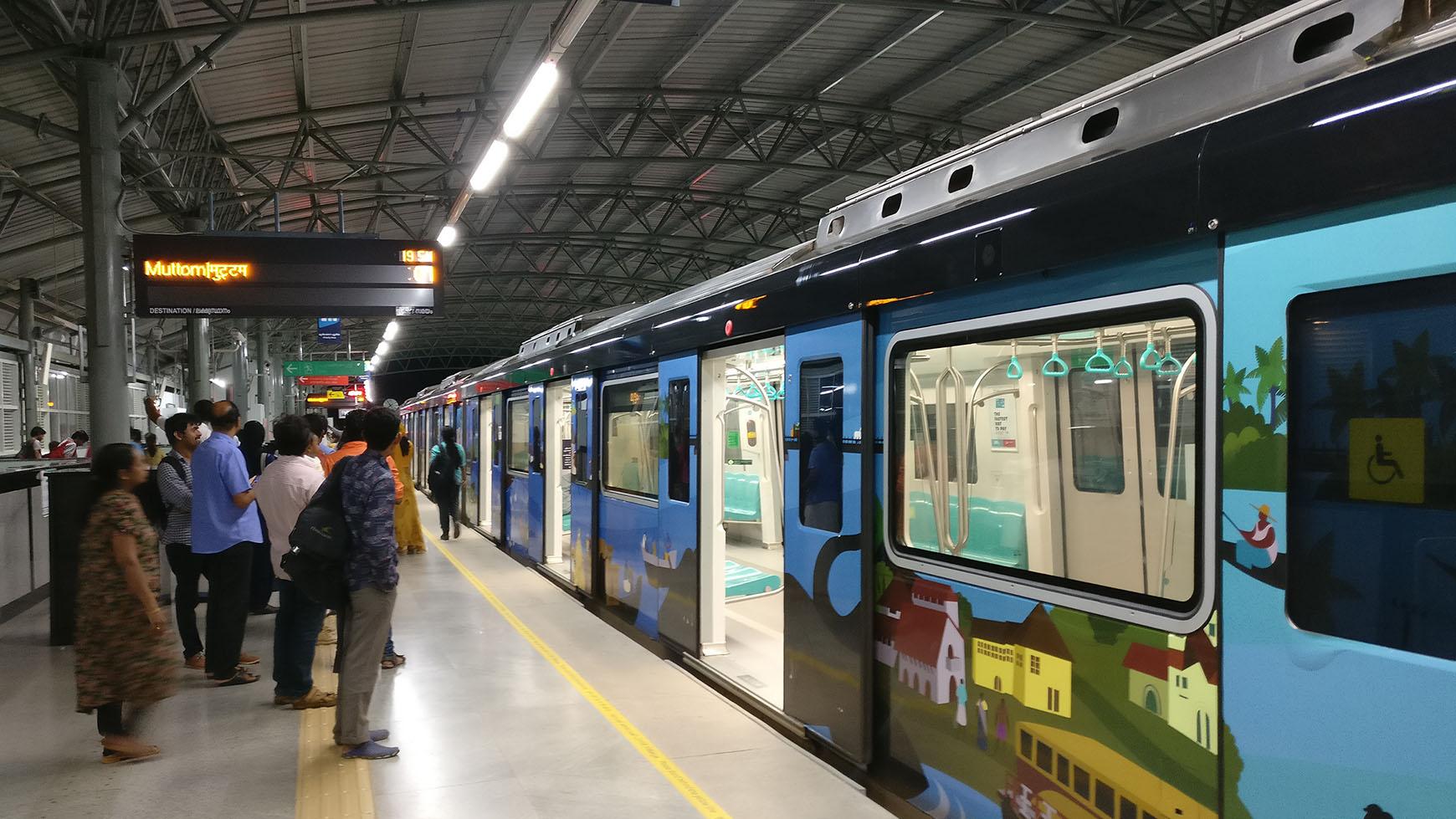 hight resolution of train halted at aluva station