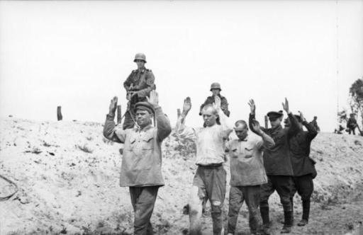 Bundesarchiv Bild 101I-020-1272-21, Russland, Süd, Abführen von Gefangenen