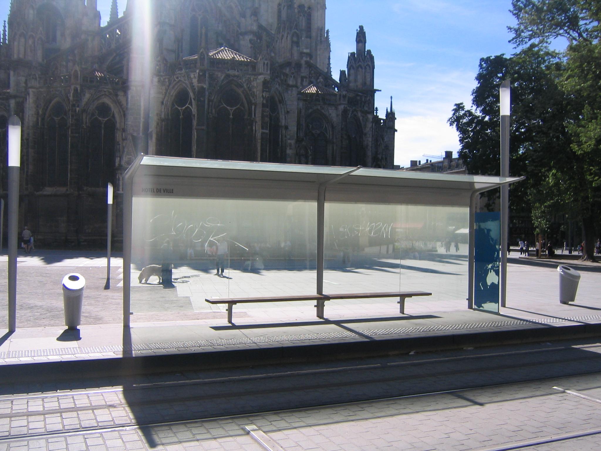 FileArret de Tram Bordeaux Htel de Villejpg  Wikimedia Commons