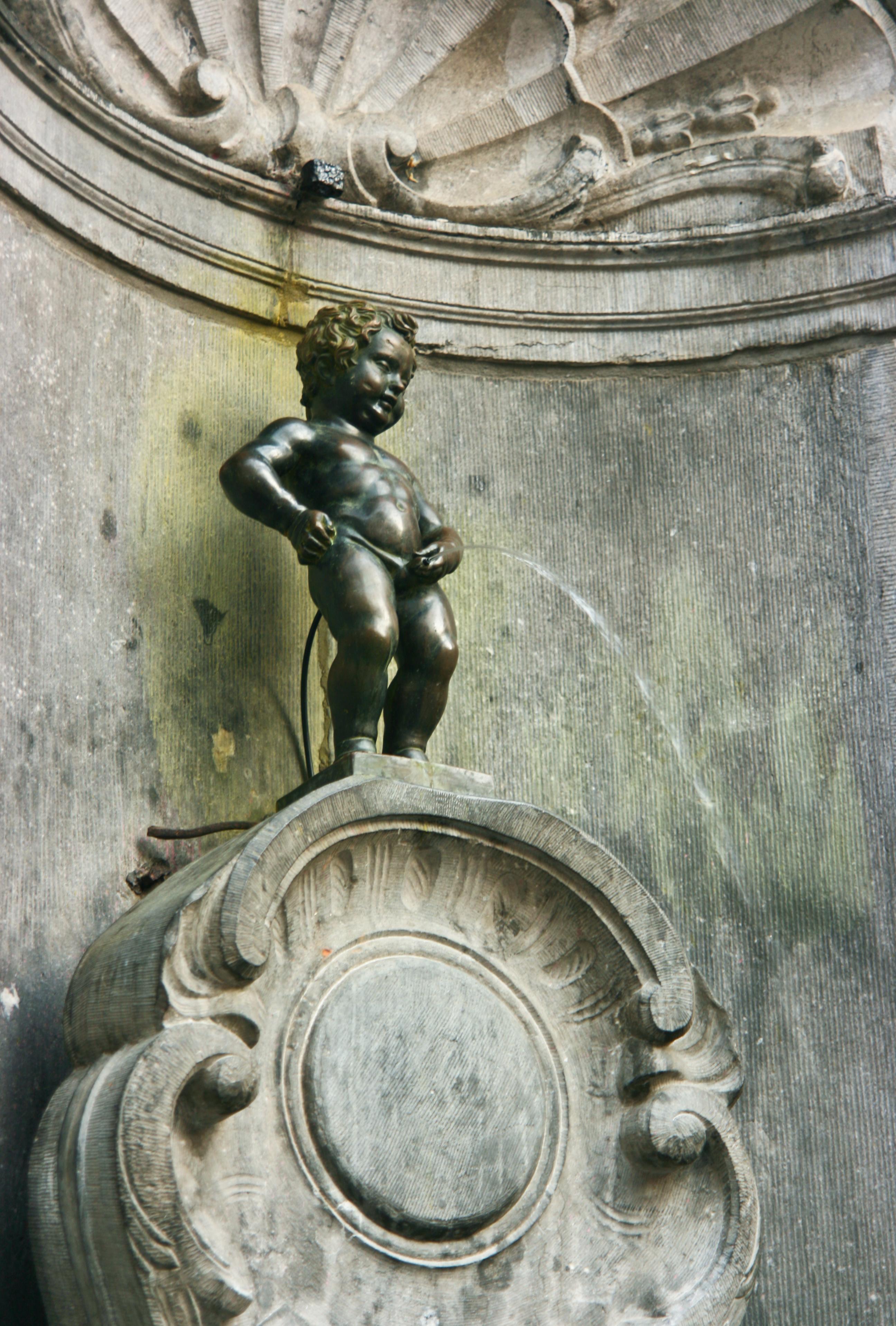 https://i0.wp.com/upload.wikimedia.org/wikipedia/commons/0/08/Manneken_Pis.jpg