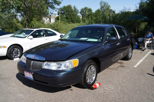 small resolution of file 98 lincoln town car 7811311272 jpg