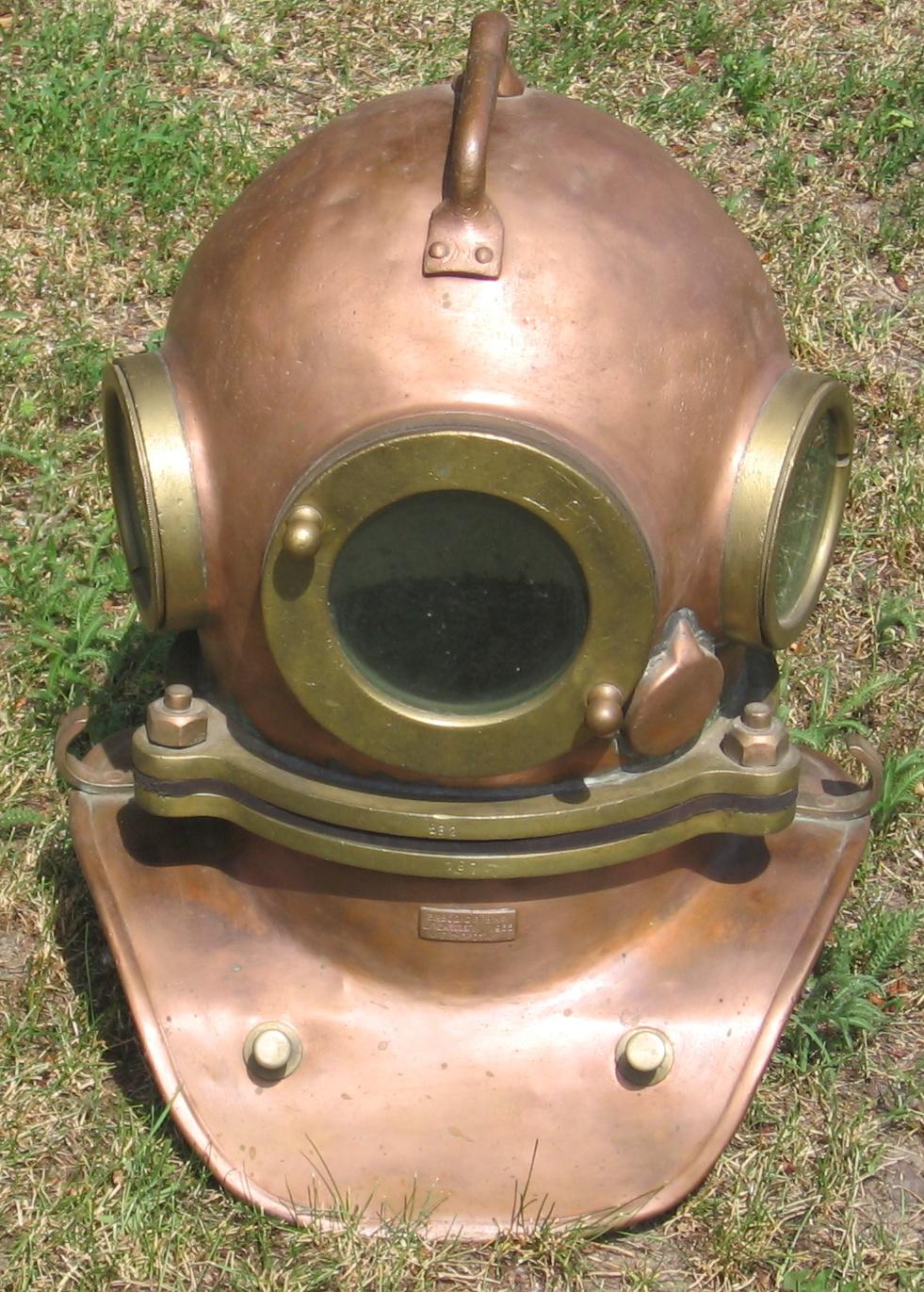 hight resolution of diving helmet
